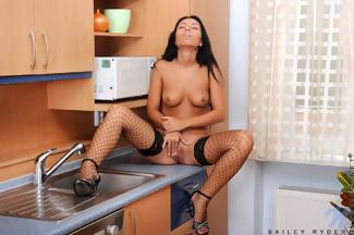Bailey Ryder con unas medias negras muy sexys, foto 11