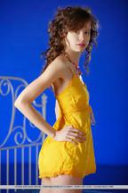 Delgada jovencita Kitana A Demida posando desnuda, foto 1