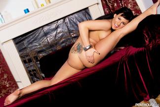Eve Nicholson posando a cuatro patas, foto 14