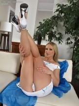 Jasmin Field masturbándose con una polla de goma, foto 3