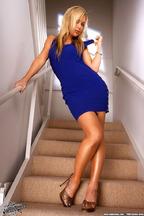 Kayden Kross con un vestido azul, foto 2