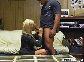 Mai Ly y Misty Vonage en un trío interracial, foto 3