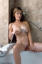 Miriam Magic dándose un buen baño, foto 5