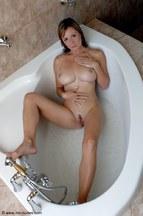 Miriam Magic dándose un buen baño, foto 7