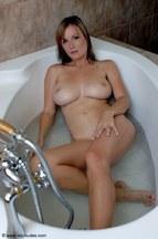 Miriam Magic dándose un buen baño, foto 12