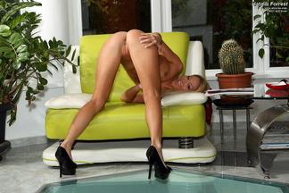 Natalia Forrest posa desnuda y con el coño depilado, foto 4