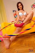Nikita Williams desnudándose y jugando con un hula hoop, foto 9