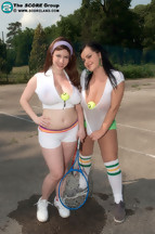 Fotos con las pechugonas Mandy Pearl y Karina Hart posando desnudas, foto 1