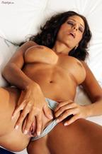 Rita G. posa desnuda y con el coño afeitado, foto 15