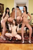 Orgía lésbica con Sandra Romain, Abbie Cat, Naomi Roxx, Brenda B y Stacy Snake, foto 3