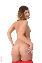 Stella Johanssen masturbándose con un dildo, foto 4