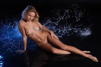 Summer Breeze posa desnuda mojada y depilada para X-Art.com, foto 11