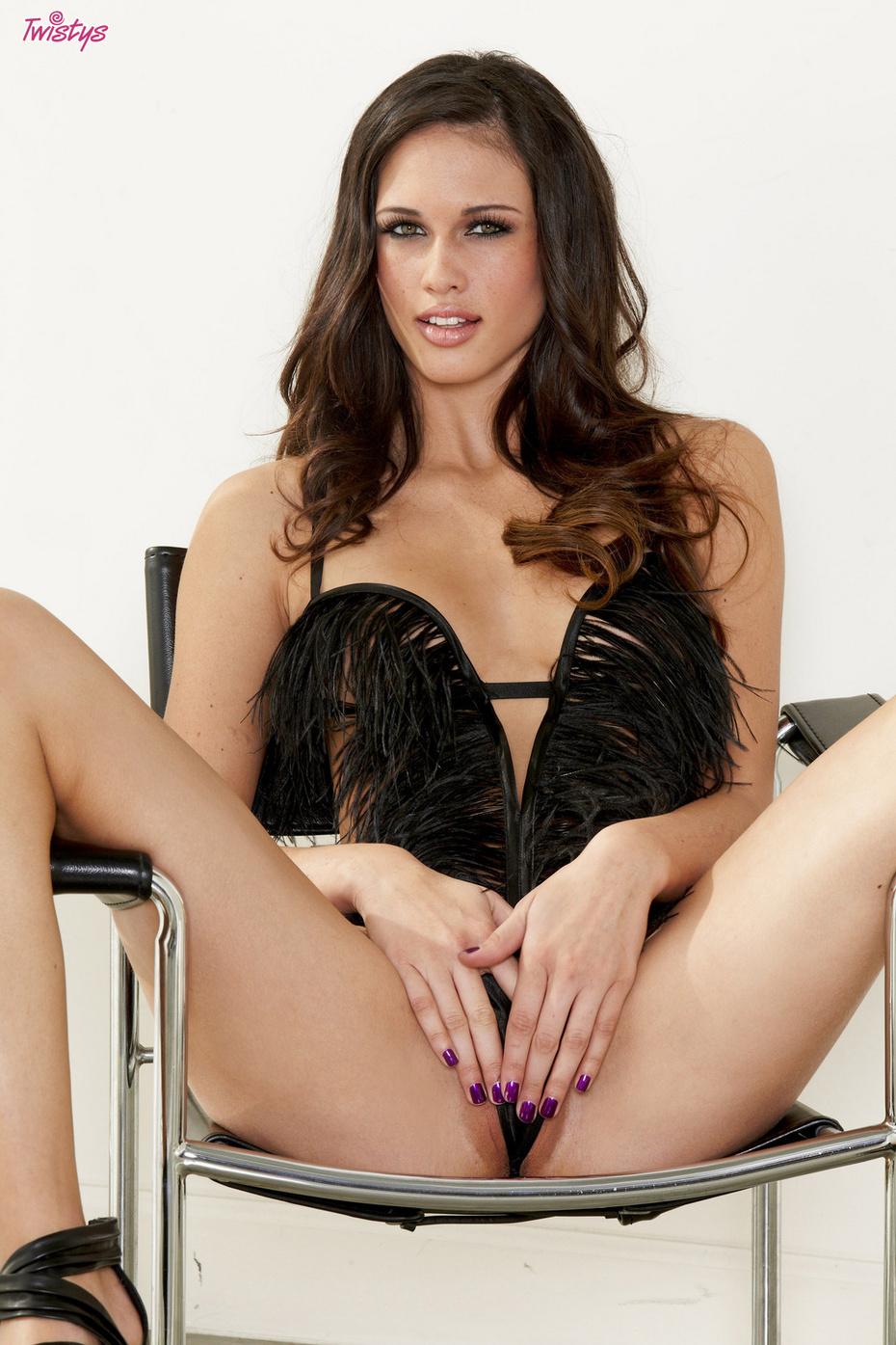 Tiffany Thompson Posa Desnuda Y Depilada Xnostarscom