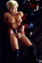 Victoria Zdrok desnuda y a cuatro patas para Playboy.com, foto 3