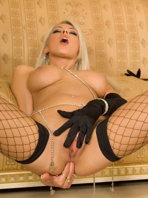 Niki Blond