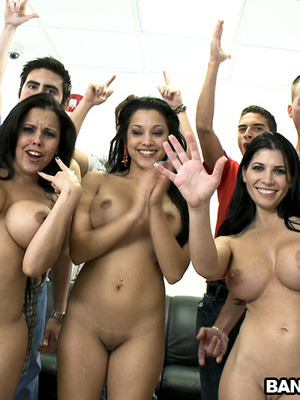 Abella Anderson,Rebecca Linares y Diamond Kitty y desconocido