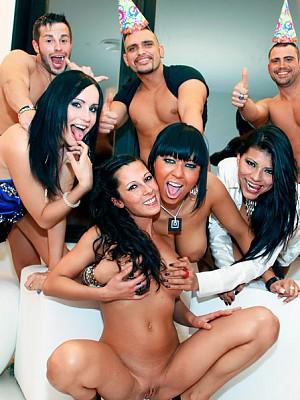Pantera Cum,Yoha Galvez,Noemi Jolie y Leyla Black,Moisex,Juan-Z y Nick Moreno