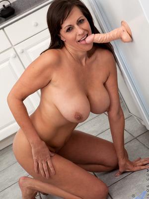 Tori Dean