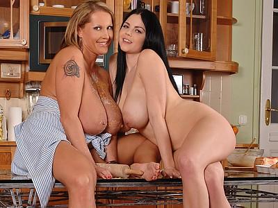 Shione Cooper y Laura Orsolya