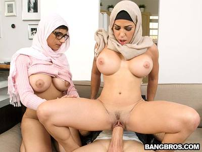 Julianna Vega y Mia Khalifa y Sean Lawless
