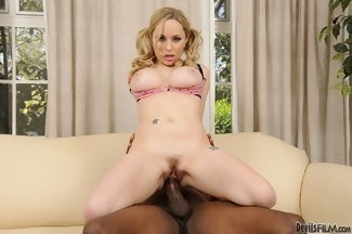 Aiden Starr en una follada interracial con Lee Bang, foto 8