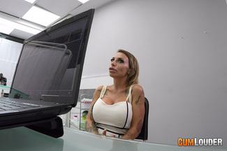 Examen médico a Gina Snake, foto 2