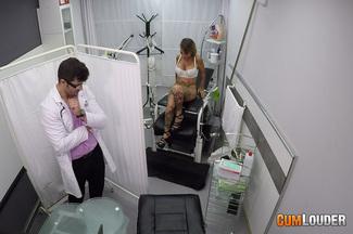 Examen médico a Gina Snake, foto 3