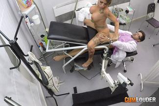 Examen médico a Gina Snake, foto 11