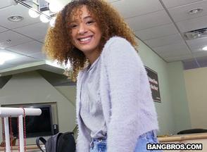 Follada con la culona Mariah Banks, foto 1