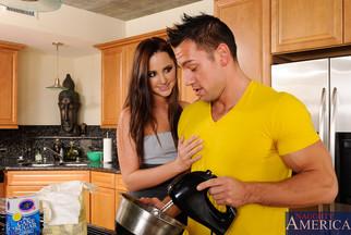 Hope Howell follándose en una cocina a Johnny Castle, foto 3