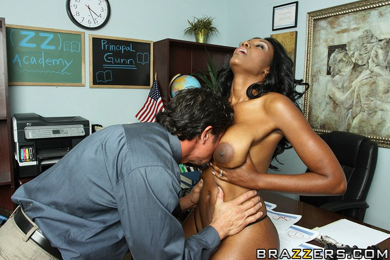 Nyomi banxxx backroom pussy for a pass