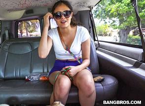 Jeleana Marie follándose en el banbus a Sean Lawless, foto 1