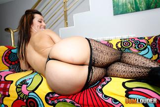 Jessica Hot disfruta metiéndose la polla de Moisex en su coñito húmedo, foto 3