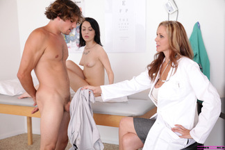 Julia Ann cree que el tratamiento para Sandra Luberc es la polla de Tyler Nixon, foto 12
