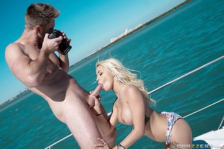 Levi Cash follándose a Marsha May en un yate, foto 7