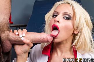 MILF Holly Brooks en un anal con Danny Dong, foto 10
