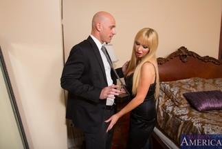 Johnny Sins se corre en la boca de la MILF Nikki Benz, foto 2