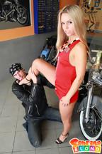 Sabrina Blond se pone cachonda con su novio motero, foto 2