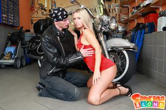 Sabrina Blond se pone cachonda con su novio motero, foto 3